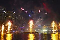 Fyrverkerier i Darling Harbour på den Australien dagen, Sydney Arkivfoton