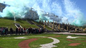 Fyrverkerier i hedern av lanseringen av springbrunnar arkivfilmer