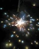 Fyrverkerier i natt gillar stjärnor Arkivfoto