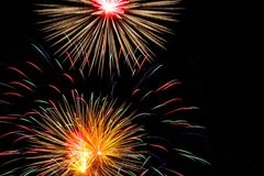 Fyrverkerier i nattskyen Royaltyfria Foton