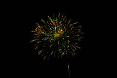 Fyrverkerier i nattskyen Royaltyfria Bilder