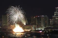 Fyrverkerier i Yokohama portfestival på Japan Fotografering för Bildbyråer