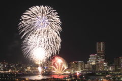 Fyrverkerier i Yokohama portfestival på Japan Arkivfoto