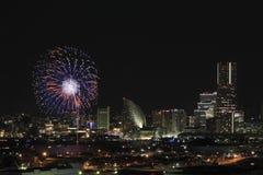 Fyrverkerier i Yokohama portfestival på Japan Royaltyfria Bilder