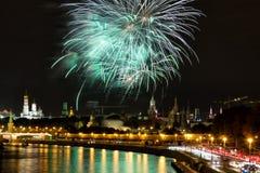 12 2011 fyrverkerier juni kremlin moscow över russia Arkivfoto