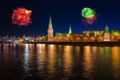 fyrverkerier kremlin moscow över Royaltyfri Fotografi