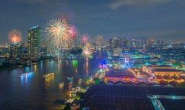 Fyrverkerier på Asiatique riverfronten, Bangkok, Thailand Arkivbilder
