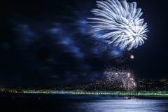 Fyrverkerier på dagberömmar Juli 14 i Nice Arkivfoton