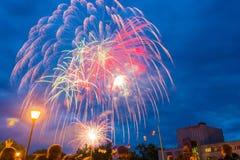 Fyrverkerier på festmåltiddagen av staden i Kohma Arkivfoto