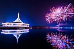 Fyrverkerier på konungen Rama IX parkerar royaltyfri bild