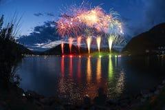 Fyrverkerier på Lugano sjön Arkivfoton