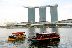 Fyrverkerier på marinafjärdsand i Singapore Arkivbilder
