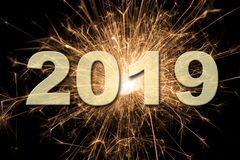 Fyrverkerier på Silvester och dagen 2019 för ` s för nytt år royaltyfri foto