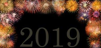 Fyrverkerier på Silvester och dagen 2019 för ` s för nytt år fotografering för bildbyråer