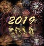 Fyrverkerier på Silvester och dagen 2019 för ` s för nytt år royaltyfria bilder