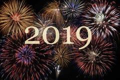 Fyrverkerier på Silvester och dagen 2019 för ` s för nytt år arkivfoton