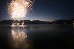 Fyrverkerier på sjön Maggiore, Luino - Italien Royaltyfria Bilder