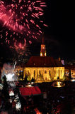 Fyrverkerier på slutet av de ungerska kulturella dagarna av den Cluj staden Arkivfoton