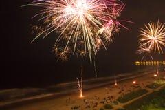 Fyrverkerier på stranden Fotografering för Bildbyråer