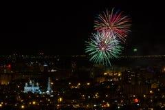 Fyrverkerier Saratov Ryssland Maj nio Royaltyfri Bild