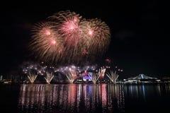 Fyrverkerier Singapore för nationell dag 2016 6 Arkivbild