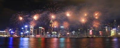 Fyrverkerier som firar det kinesiska nya året i Hong Kong Arkivbilder