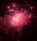 Fyrverkeriexplosion och gnistor Arkivfoto