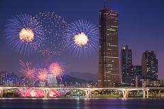 Fyrverkerifestival och Seoul stad Arkivbild