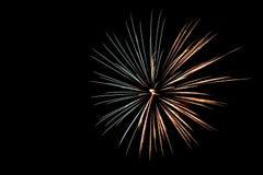 Fyrverkeriloght himlen på 4th Juli 2015 Royaltyfri Bild