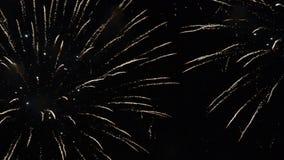 Fyrverkerishow Festival och beröm Använda spektakulär pyroteknik för en helgdagsafton för nytt år arkivfilmer