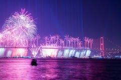 Fyrverkerishow i Istanbul Bosphorus kalkon Royaltyfri Fotografi