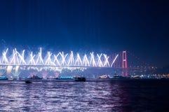 Fyrverkerishow i Istanbul Bosphorus kalkon Royaltyfri Bild