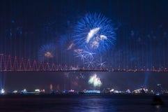 Fyrverkerishow i Istanbul Bosphorus kalkon Royaltyfria Foton