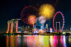 Fyrverkeriskärm i Singapore royaltyfri fotografi