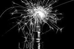 Fyrverkeritomteblossvisning till och med den vit LEDDE ljusa kulan - som är svart & arkivbilder