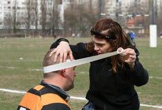 Fysiotherapeut/Bindende Band Royalty-vrije Stock Afbeeldingen