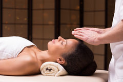 Fysiotherapeut en bioenergy therapie Stock Foto