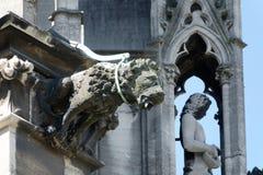 Gárgola en la catedral de Colonia, Alemania imagenes de archivo