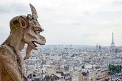 Gárgula em Notre Dame fotos de stock