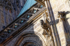 Gárgula na parede de St Vitus Cathedral Prague Fotografia de Stock