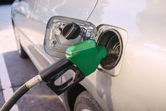 Gás de óleo de enchimento Fotos de Stock Royalty Free