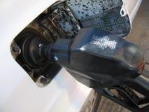 Gás de bombeamento Fotografia de Stock Royalty Free