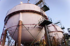 Gás do armazenamento de dois tanques do phere Imagem de Stock Royalty Free