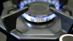 Gás natural ardente no queimador de gás filme
