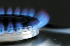 Gás natural que queima-se no fogão de gás da cozinha Imagens de Stock Royalty Free