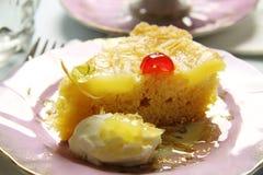 Gâteau à l'envers d'ananas Photographie stock