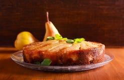 Gâteau à l'envers de poire de pain d'épice Photos stock
