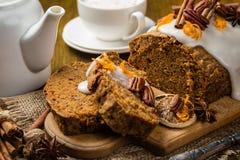 Gâteau à la carotte avec des décorations d'automne photo libre de droits