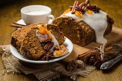 Gâteau à la carotte avec des décorations d'automne images stock