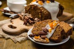 Gâteau à la carotte avec des décorations d'automne photographie stock